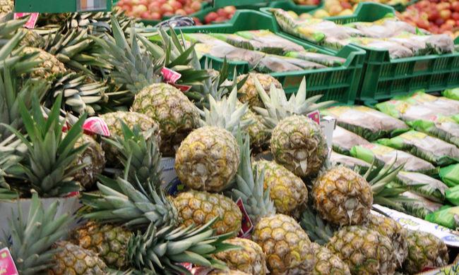 Hihetetlen fogás a piacon: épnek tűnő ananászokból került elő a veszélyes kábítószer