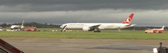 Bombával fenyegető üzenetet találtak az utasszállító repülőgépen