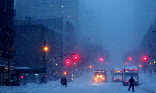 Pusztító hóvihar: egyre több halott, az autósokat pedig letartóztatják
