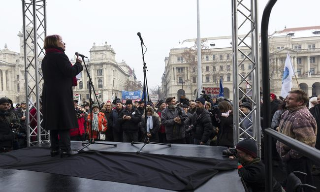 Az alaptörvény módosítása ellen tiltakoztak Budapesten