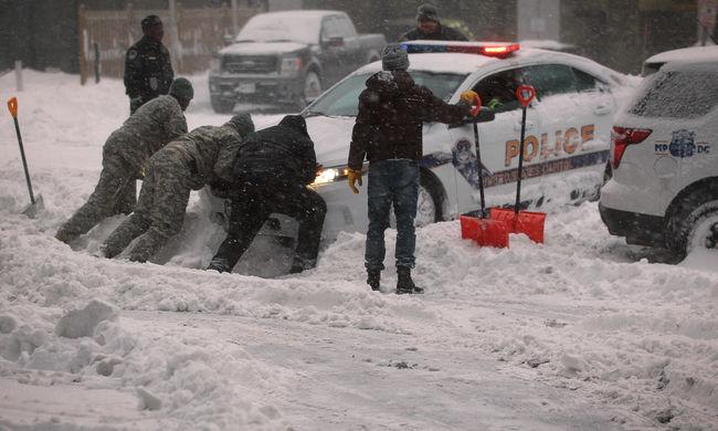 Szörnyvihar: Legalább harmincan meghaltak az amerikai havazásban, óriási a kár