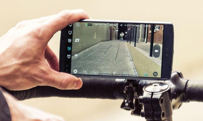 Két kijelzője és két előlapi kamerája is van a mobilnak