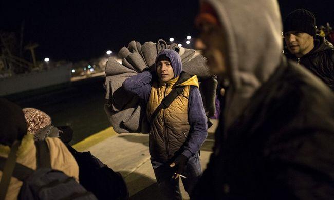 Megkéseltek egy embert a migránsok: meghalt