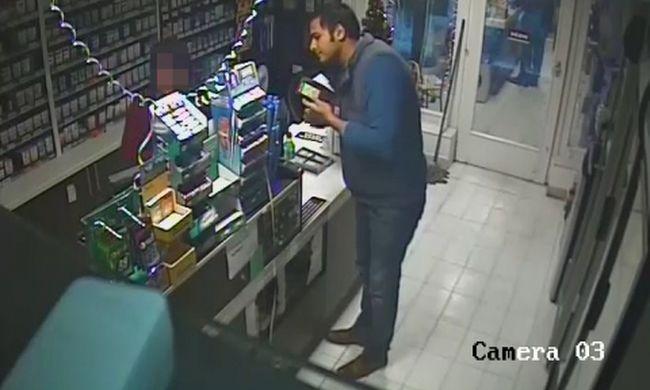 Tört angolsággal felváltatja a pénzét, majd ellopja az összeset a kasszából - felvette a kamera