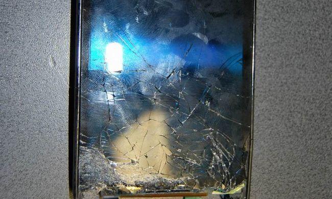 Megverte ismerősét, a mobilját földhöz vágta, majd az autóját is megrongálta