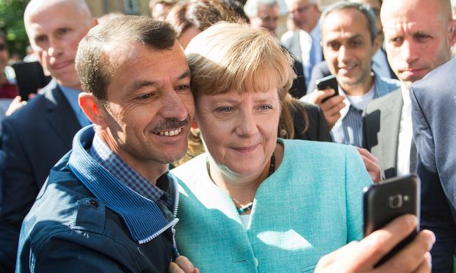Menekültszálláson él a férfi, aki Merkellel szelfizett