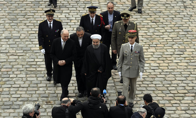 Meztelen szobrokat takartak le az iráni elnök miatt