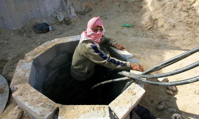 Beomlott egy alagút, hét terrorista meghalt