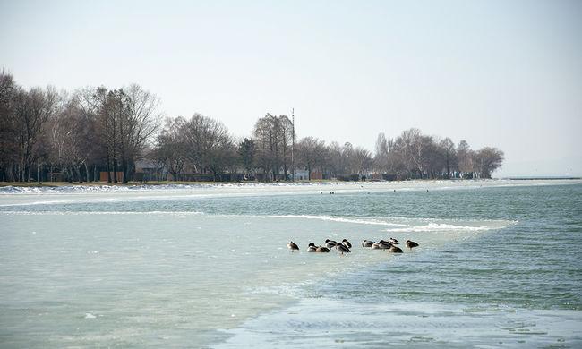 Tehetetlenek az emberek: túl magas a Balaton vízszintje, nem lehet leengedni