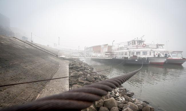 Két hajó ütközött a ködben, rengeteg a halott