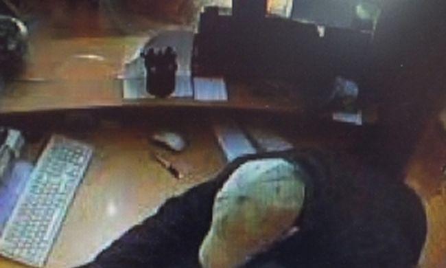 Fegyverrel rabolta ki az utazási irodát