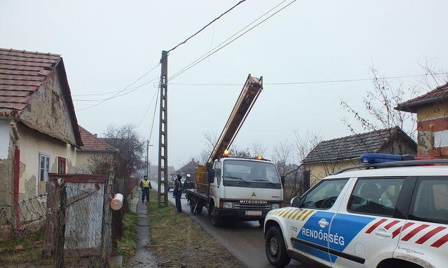 Közel fél tucat házban lopták az áramot