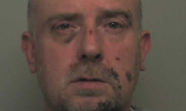 Festékesdobozzal és akkumulátorral ölte meg feleségét a kitüntetett rendőrtiszt