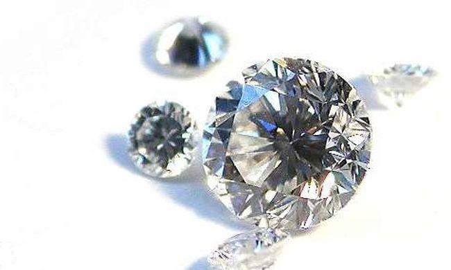 Egy kiló gyémántot csempészett az alsónadrágjában