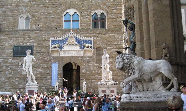 Megsértődött a sztárszobrász az olasz városra
