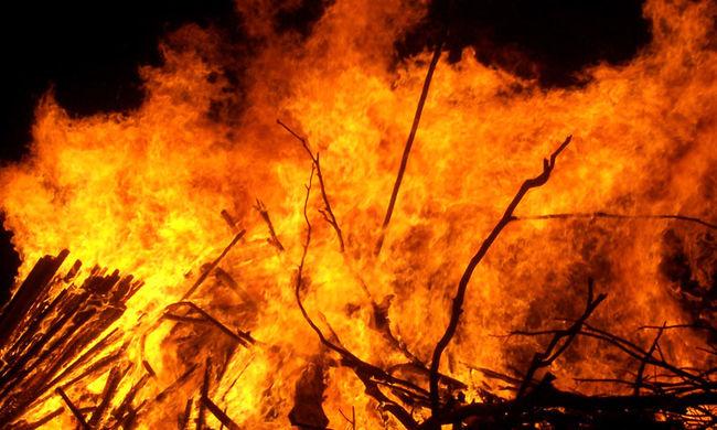 Alvó családot mentettek ki a Sárospatakon lángoló házból