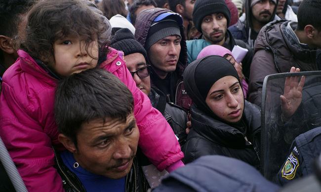 100 iraki migránst vittek haza repülővel