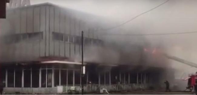 Leégett az ungvári nagyáruház - videó!
