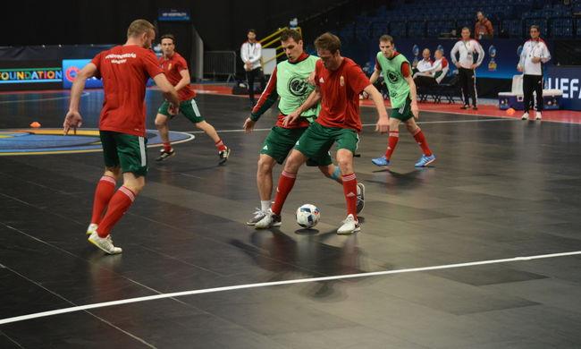 Sztárok ellen játszanak a magyar focisták