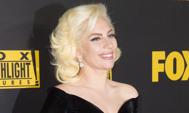 Lady Gaga énekli a himnuszt a Super Bowlon