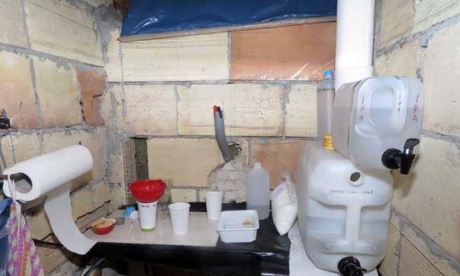 Titkos droglabort épített a padláson - képgaléria