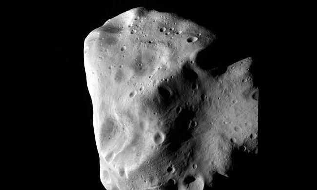 Történelmi eseménynek lehet ma szemtanúja, száguldó aszteroida felé tart az űrszonda