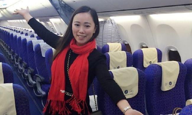 Teljesen egyedül utazott a repülőn, miközben százezrek rostokolnak vonatokra várva