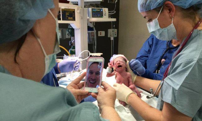Élőben nézte a mobilján a négyes ikrei születését a katona