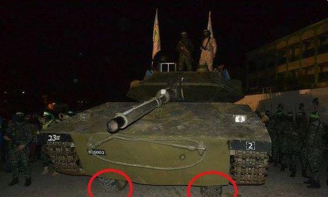 A Hamaszon gúnyolódik a világ a fából épített tank miatt