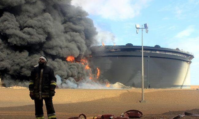 Ezer katonát vezényelhetnek Líbiába a britek, cáfol a kormány