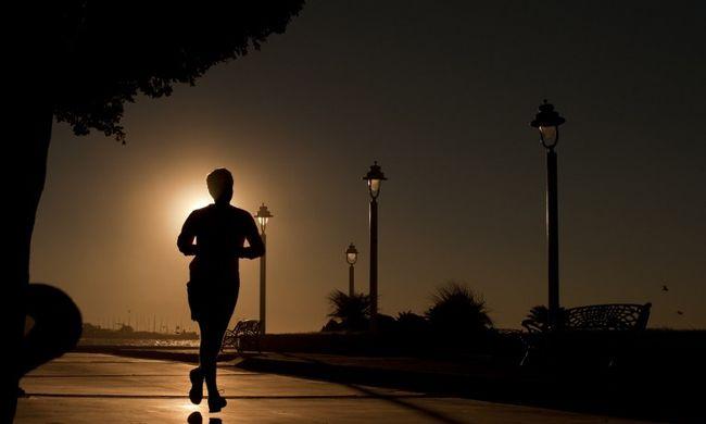 Mezével sokkolta az embereket a futó férfi