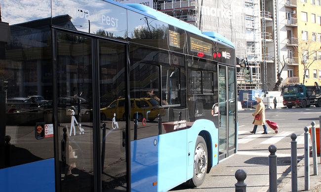 Kigyulladt egy busz a II. kerületben