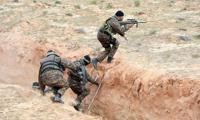 Vizesárkot építettek a határra a terroristák ellen
