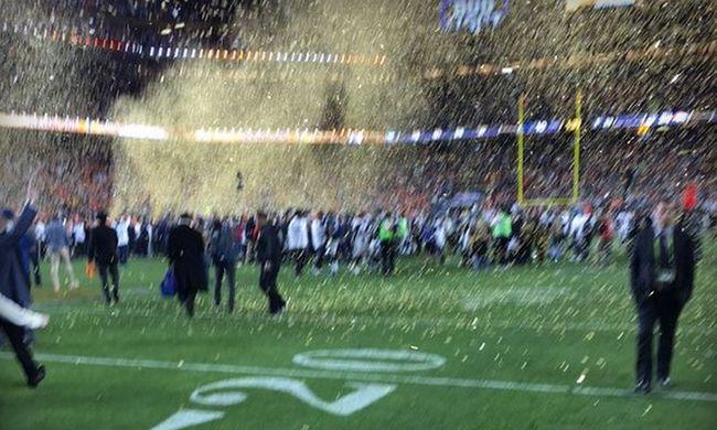 Kinevették az Apple vezérét a borzasztó iPhone-os Super Bowl-fotója miatt