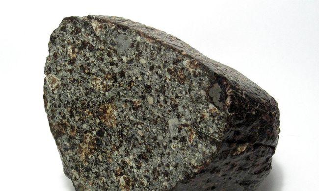 Meteoritdarabot találtak a kertjükben