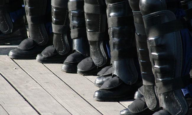 Készenléti rendőrök élesztettek újra egy férfit Budapesten