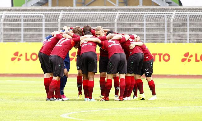 Kaszinórablásra készültek a magyar focista csapatában játszó fiatalok