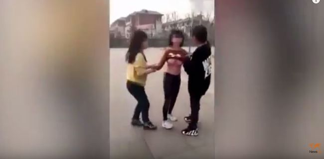 Az utcán verték össze osztálytársukat és le is vetkőztették