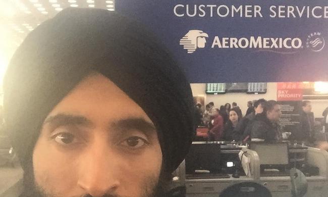 Nem engedték fel a repülőre a divattervezőt a turbánja miatt