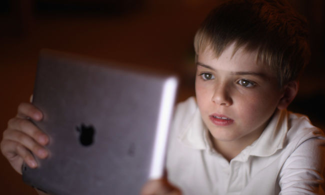Síró karakterekkel manipulálják a gyerekeket a népszerű játékalkalmazások