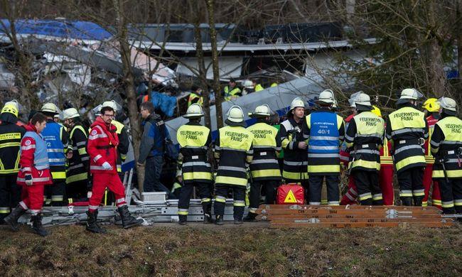 4-en meghaltak és 150-en megsérültek a vonatbalesetben
