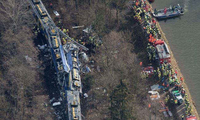 Vonatbaleset: már 10 halott van