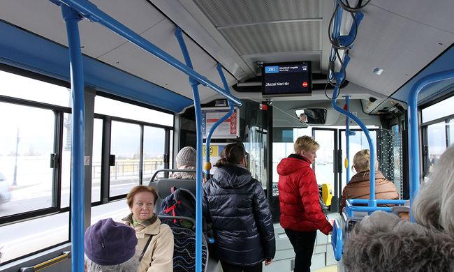 Botrány Pécsen: árokba lökött egy mozgássérültet egy buszsofőr