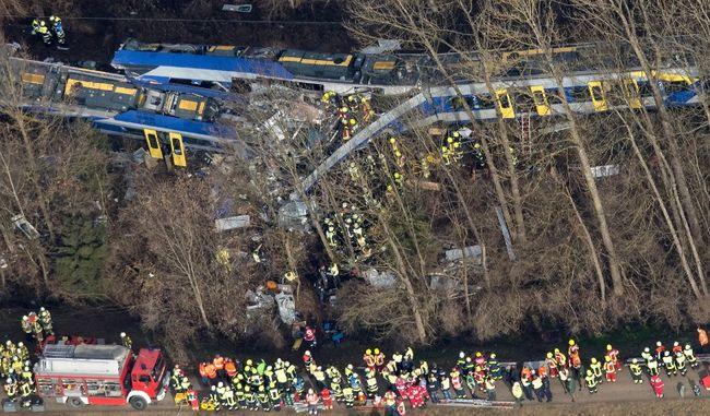 Már 9 halottja van a bajorországi vonatbalesetnek