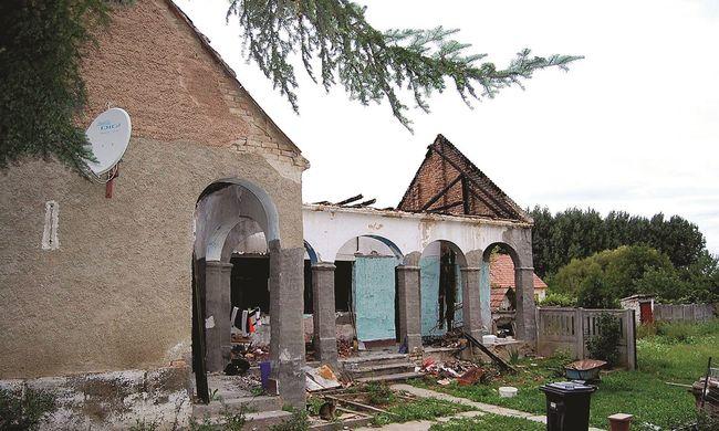 Családjára gyújtotta a házat, majd megkeresztelkedett és templomban bujkált
