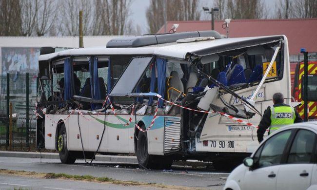 Hat gyerek meghalt egy buszbalesetben