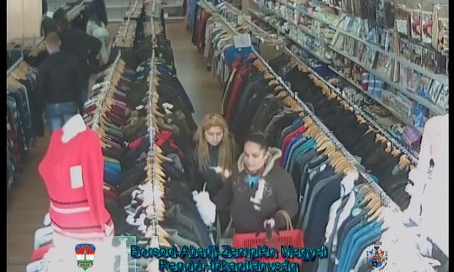 Letörték a lopásgátlót a nadrágokról, majd táskába tették és kisétáltak az üzletből - videó