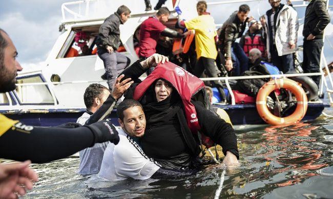 Egyre több migráns érkezik a görög szigetekre, egy négyéves gyerek meghalt