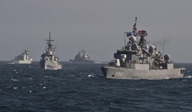 A NATO hadihajókat küld a migránsválság kezelésére