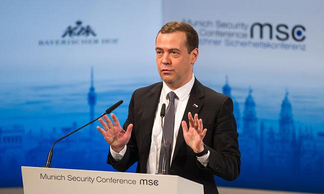 Medvegyev: Oroszország nem sietteti a strukturális reformokat